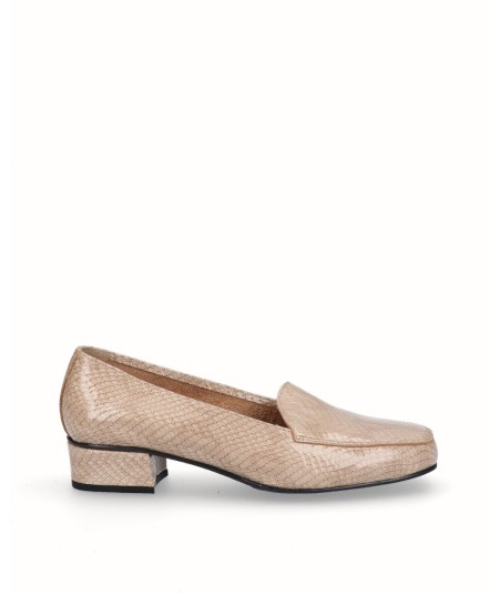 Zapato mocasín tacón piel grabado serpiente taupe