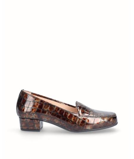 Zapato mocasín tacón piel charol grabado serpiente moka