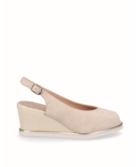 Zapato peep toes cuña salón piel serraje crema