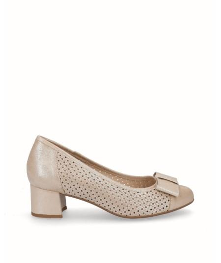 Zapato salón tacón piel nacarada crema picado