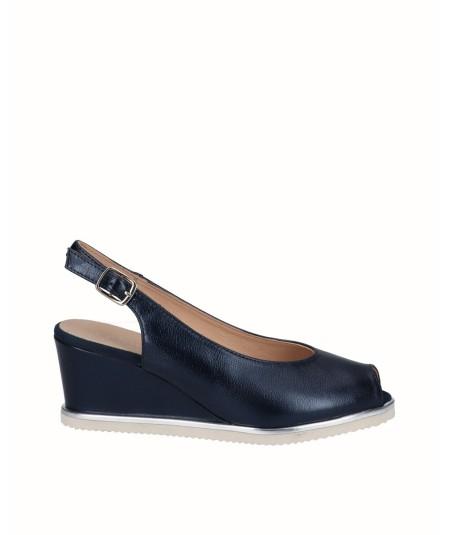 Zapato peep toes cuña salón piel nacarada azul marino