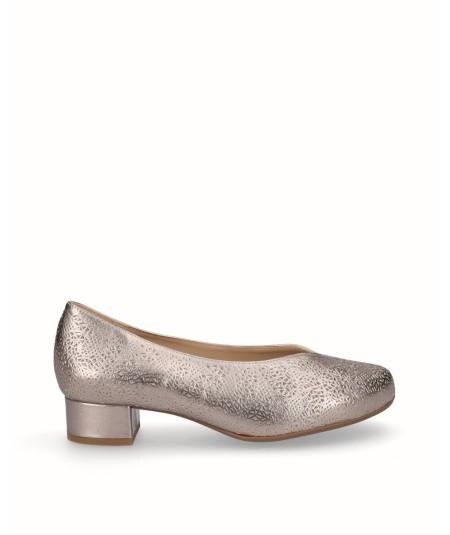 Zapato tacón salón piel picado bronce