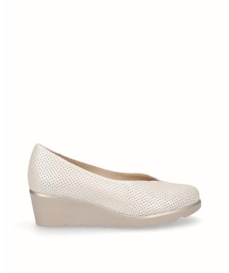 Zapato de cuña piel nacarada beige planta extraíble