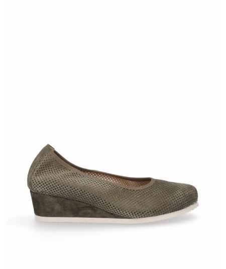 Zapato salón cuña planta extraíble piel serraje verde militar