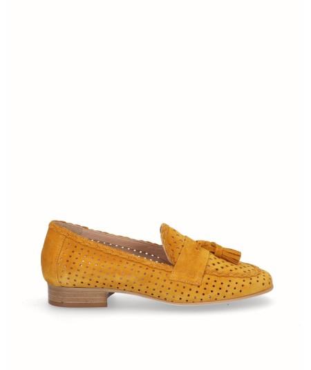 Zapato mocasín  piel serraje mostaza adorno borlas