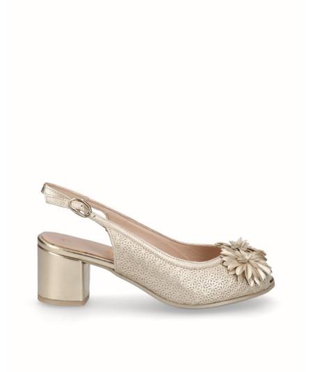 Zapato tacón piel oro adorno flores