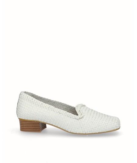 Zapato mocasin tacon bajo piel trenzada blanca