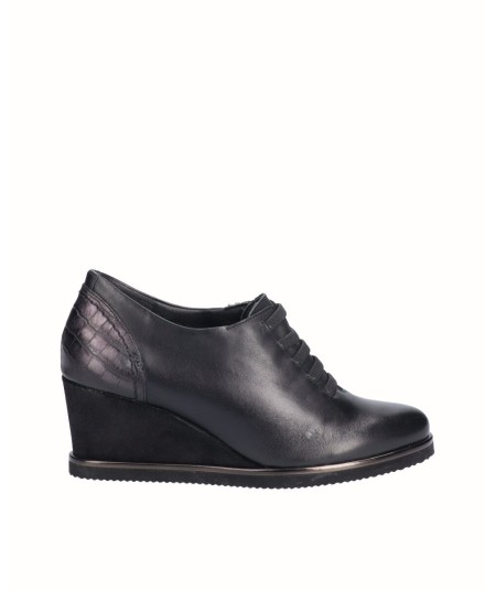 Leather wedge shoe combined with metallic black snake engraved leather with elastic