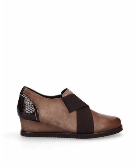 Combined suede and patent leather wedge shoe with taupe snake print with elastic