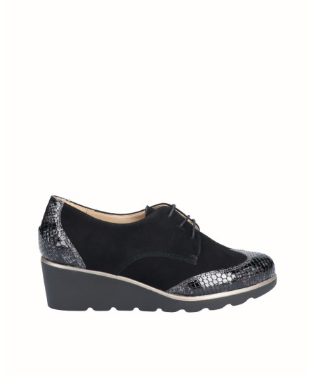 Leather wedge blucher shoe combined with black snake engraved patent leather