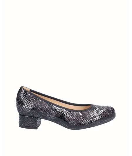 Gray snake engraved patent leather high-heeled lounge shoe with elastic trim