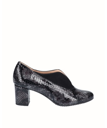 Patent leather high-heeled lounge shoe with snake print combined with black suede leather