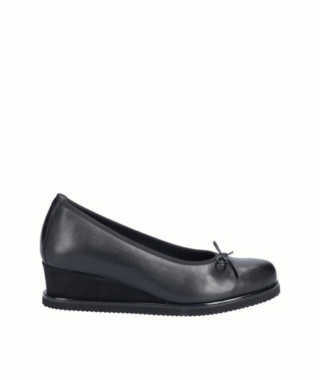 Natural leather wedge shoe combined black suede with elastic