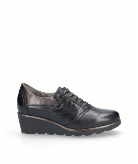 Black leather wedge shoe with elastic